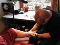 018_het_tattooering_begint